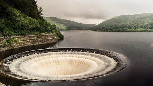 ladybower sinkhole sink hole reservoir scarfolk. gemma critchley. blog